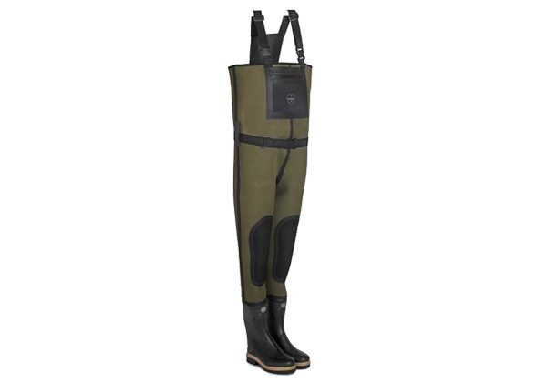 With adjustable & comfortable shoulder straps, these neoprene BAIKAL CHEST WADERS by Le Chameau feature knee reinforcement and a waterproof chest pocket.