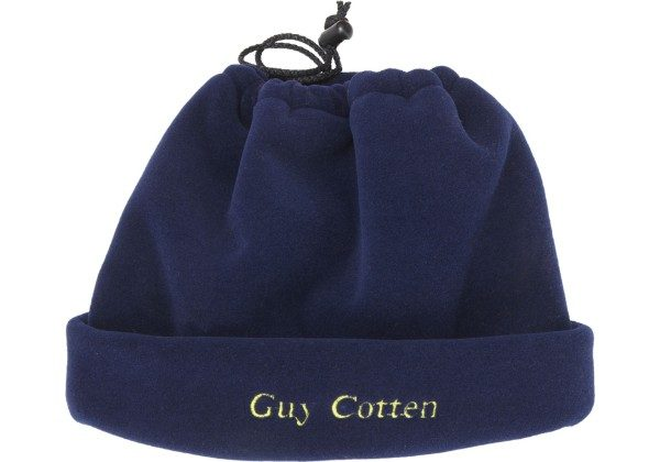 The new Neck Warmer from GUY COTTEN is soft and compact. Water repellent and with excellent thermal qualities, it can also be worn as a hat.