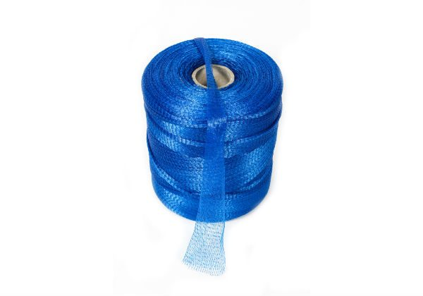 Our rolls of extruded tubular mesh are perfect for use in a variety of industries and for packing vegetables, fruit, shellfish or bulbs among others.